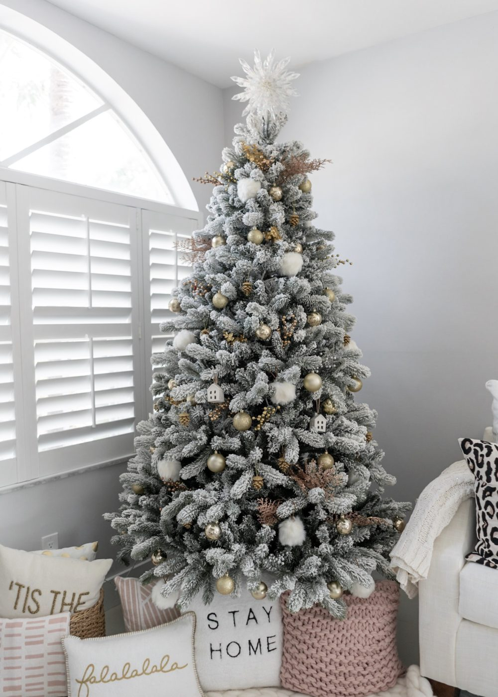 How We Decorated Our Christmas Tree - The Fancy Things